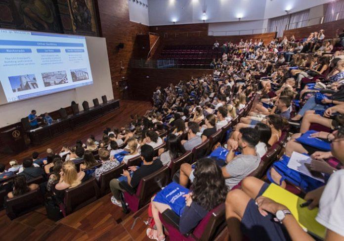 Bienvenida a 850 estudiantes internacionales en la Universitat de València