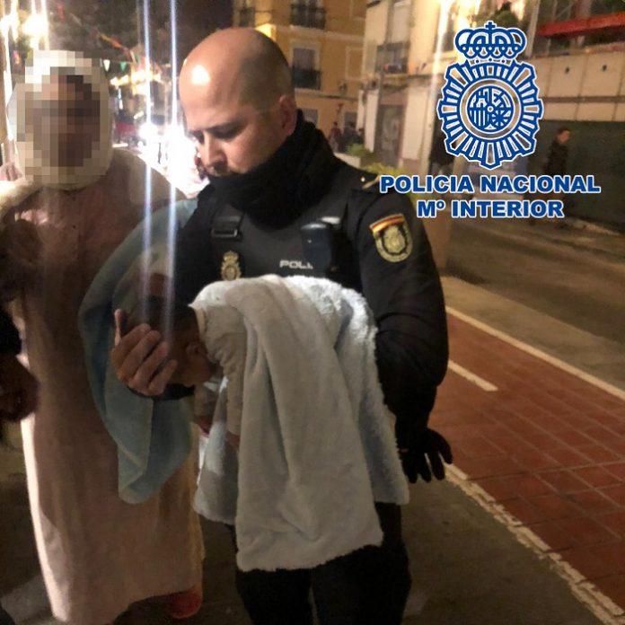 Policías de Valencia salvan la vida de un bebé en parada cardiorespiratoria