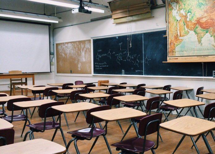 El 99,7 % de los centros educativos mantienen las clases presenciales